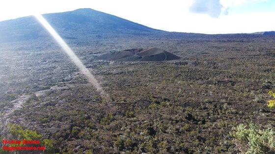 Une partie du piton de la Fournaise, vue depuis l'enclos.